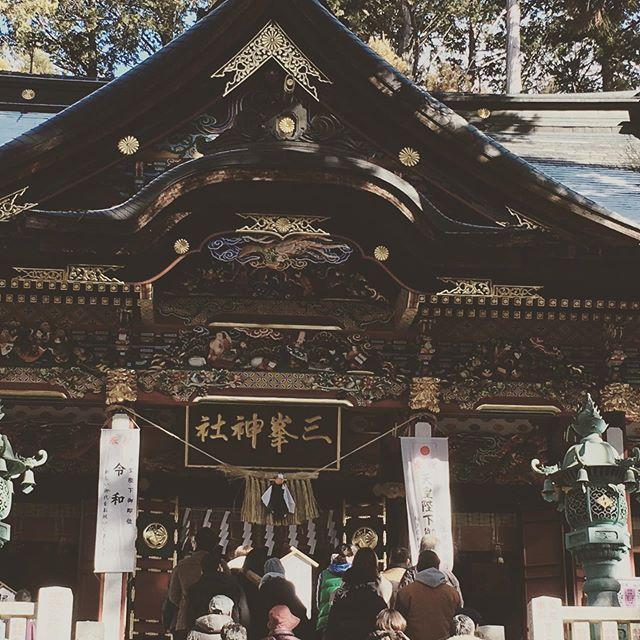 三峯神社に初詣。寒い。おみくじは、中吉でした。今年の文字は「誠」だそうです。 - Instagramより